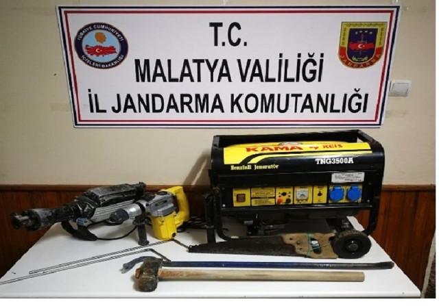 Malatya'da kaçak kazı yapanlara suçüstü: 4 gözaltı