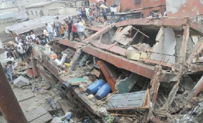 Nijerya'da okul faciası: Bina çöktü yüzlerce insan enkaz altında