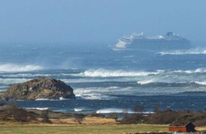 Norveç'te yolcu gemisinde mahsur kalan yolculardan 500'ü kurtarıldı