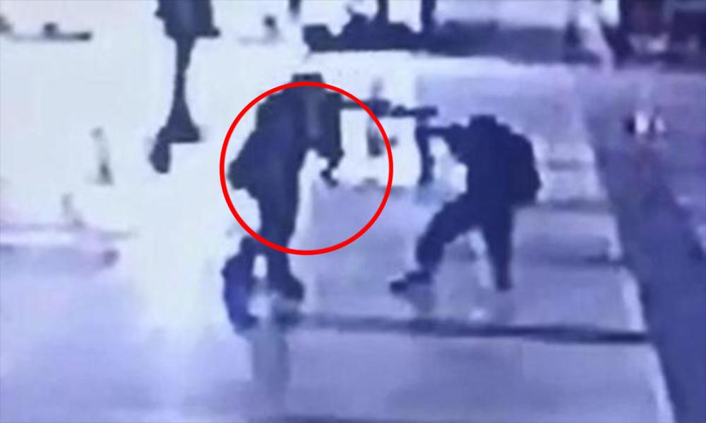 Otogarda dehşet! Bıçaklı saldırı kamerada