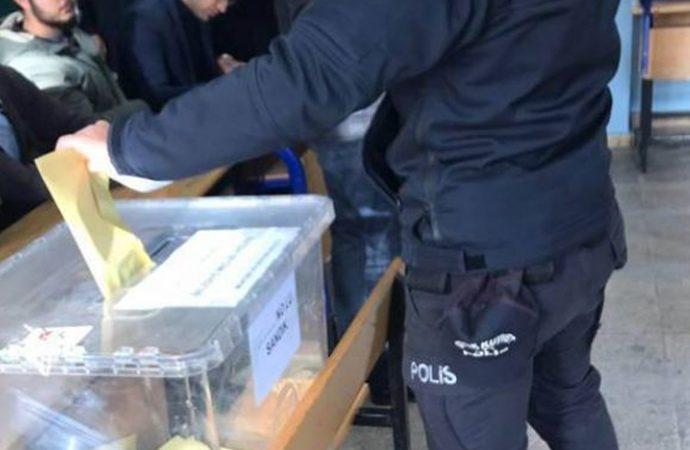 Şanlıurfa'da şehir dışından gelen polisler belgesiz oy kullanıyor