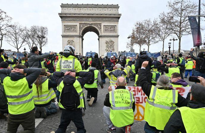 Sarı Yelekler'e Paris'te gösteri yasağı!