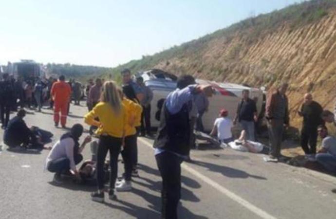 Cumhur İttifakı'nın seçim otobüsü devrildi: Yaralılar var