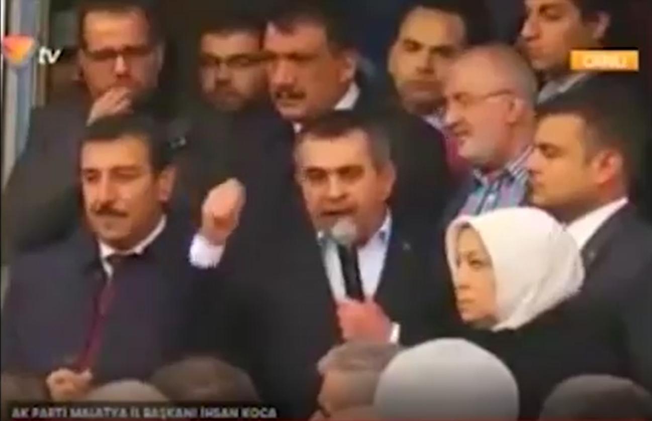 AKP seçim ofisi açılışında ortalık karıştı…