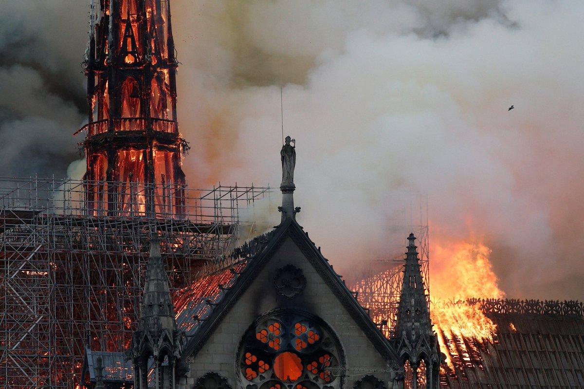Yüzlerce yıllık tarih küle döndü: İşte Notre-Dame Katedrali'nin yanmadan önceki hali