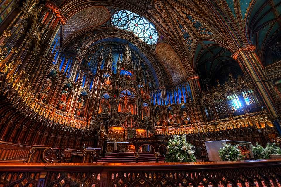 Notre Dame Katedrali yandı, romanı bir numaraya yerleşti