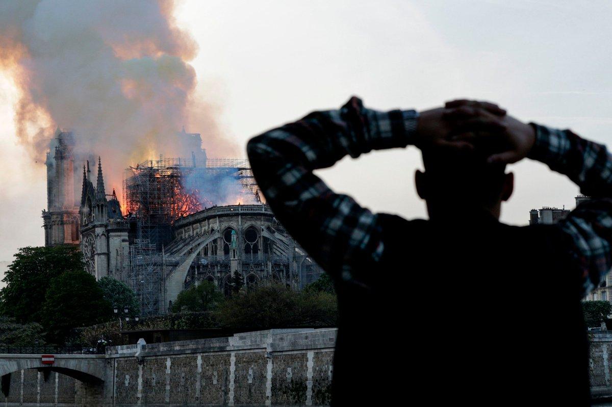 Notre Dame yangınıyla alay etti, Fransa Büyükelçisi kızdı: Utanmıyor musunuz!