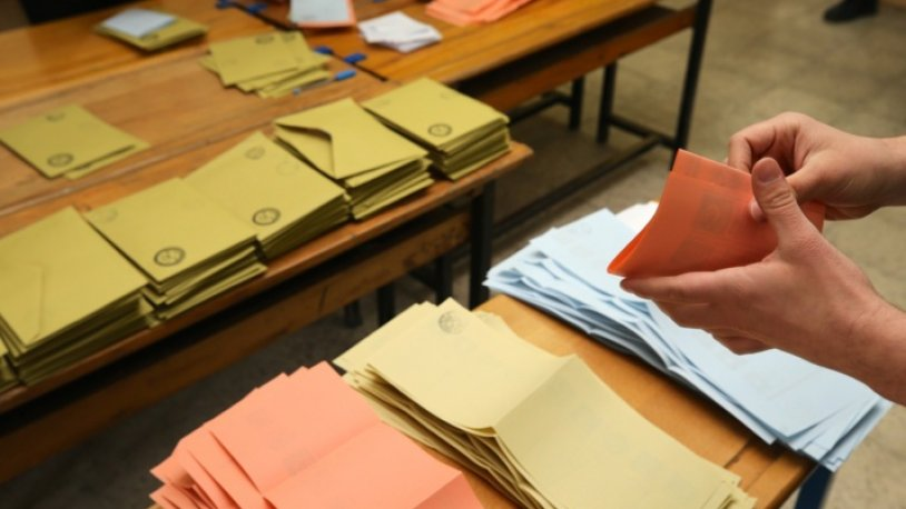 AKP'den seçim sisteminde köklü değişiklik adımı