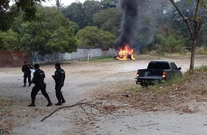 'Araçta ceset var' ihbarı yapıp, bombayı patlattılar: 2 polis yaralandı…