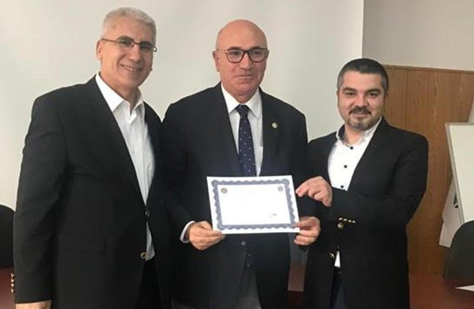 CHP'li Mahmut Tanal 58 yaşında mezun oldu!