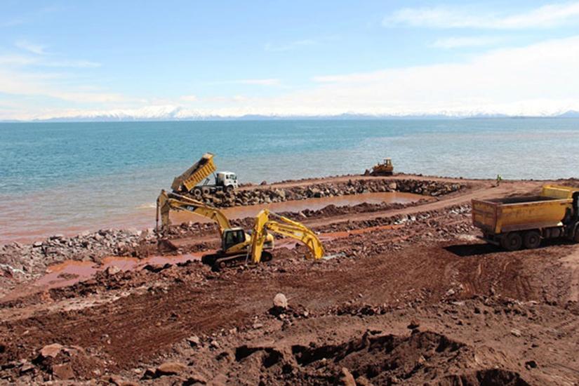 Erdoğan'ın köşküne iskele inşa etmek için göl dolduruluyor