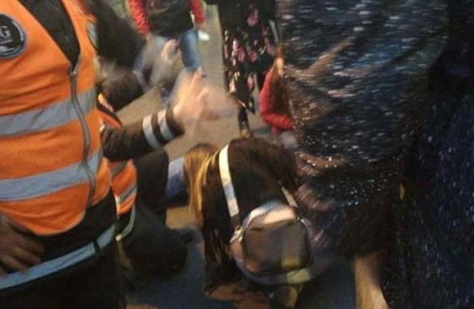 Edirnekapı'da metrobüs yolcuya çarptı!