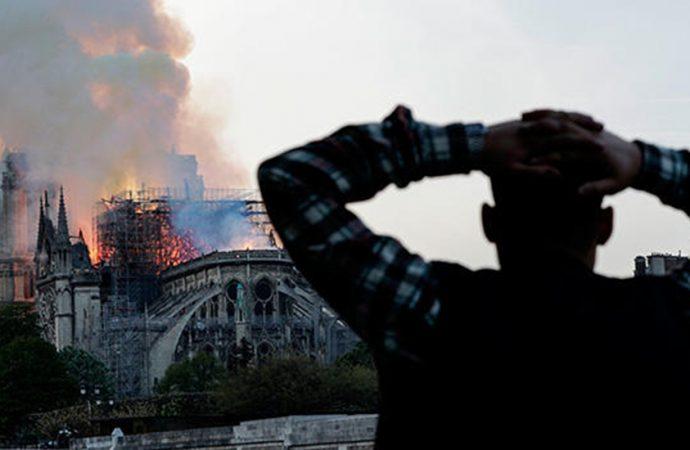 Fransa'dan Papa'ya 'Notre Dame' daveti