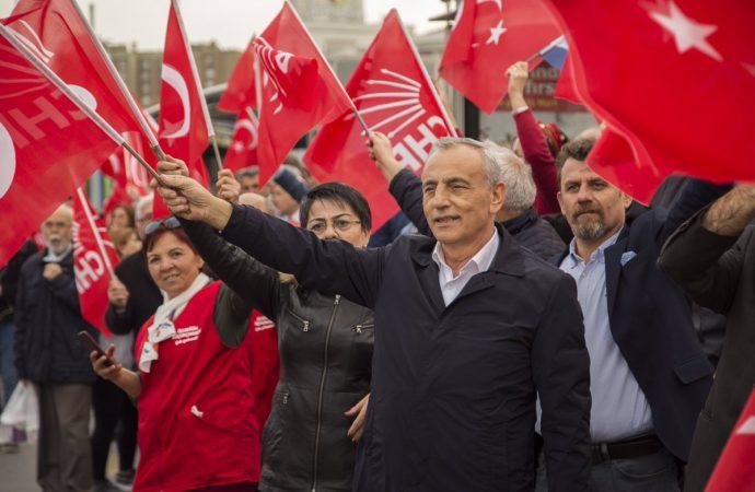 Küçükçekmece Belediye Başkanı Çebi'den tebrik çiçeği yerine bağış çağrısı