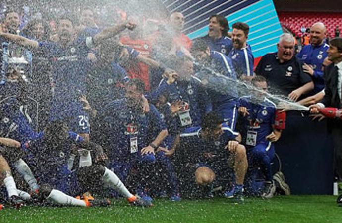 Şampanyalı kutlama kaldırılıyor!