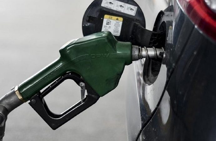Benzine büyük zam: Bu geceden itibaren geçerli olacak!