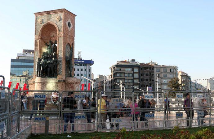 Taksim demir bariyerlerle kapatılıyor