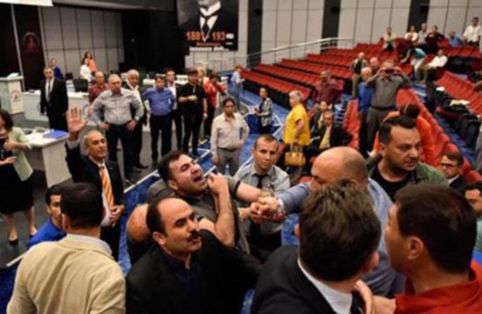 Belediye Meclisi'nde MHP'li başkandan ölüm tehdidi!