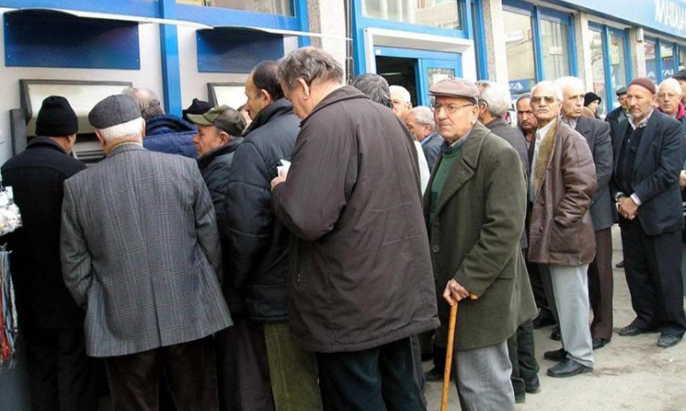 Emekli maaşını çeken vatandaşa SMS'le ceza…