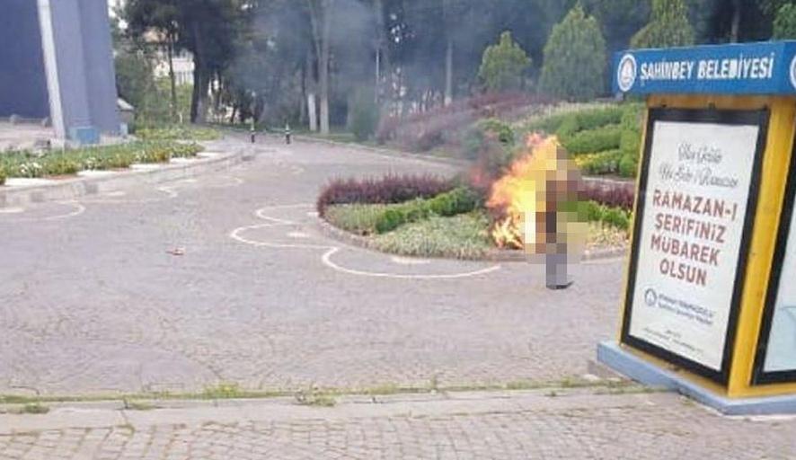 Kandırılan işsiz yurttaş AKP'li Belediyenin önünde kendini yaktı!