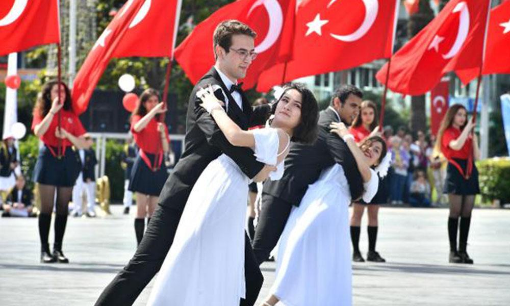 İzmir'de 19 Mayıs'ın 100'üncü yılı böyle kutlandı! Medeniyet dersi…