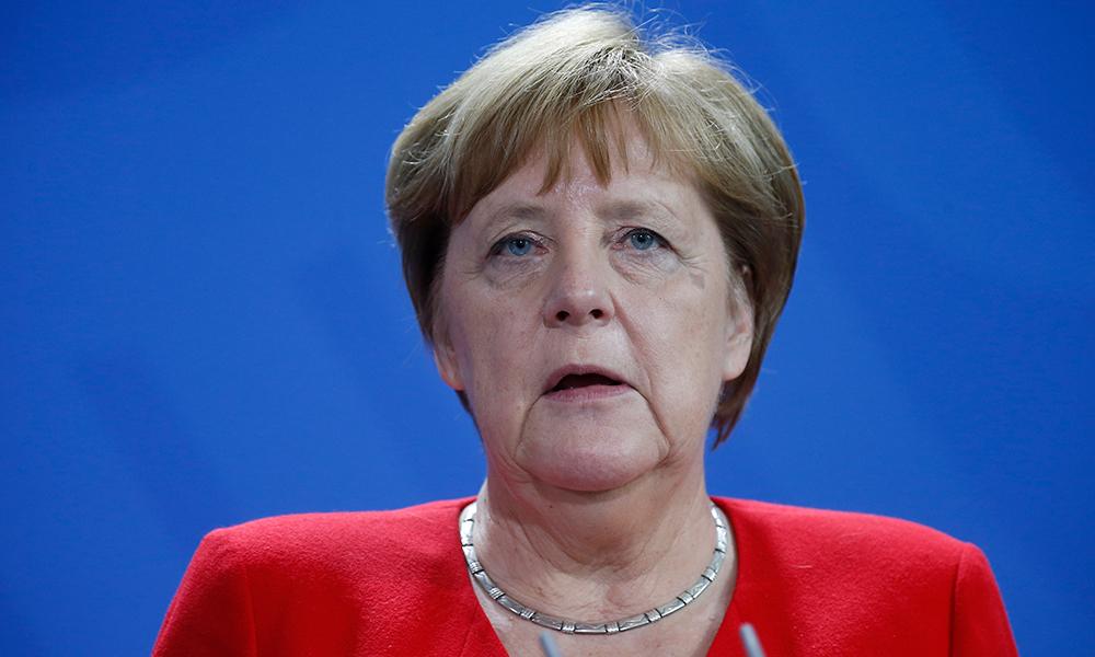 Merkel'den Türkiye'ye iki çağrı birden