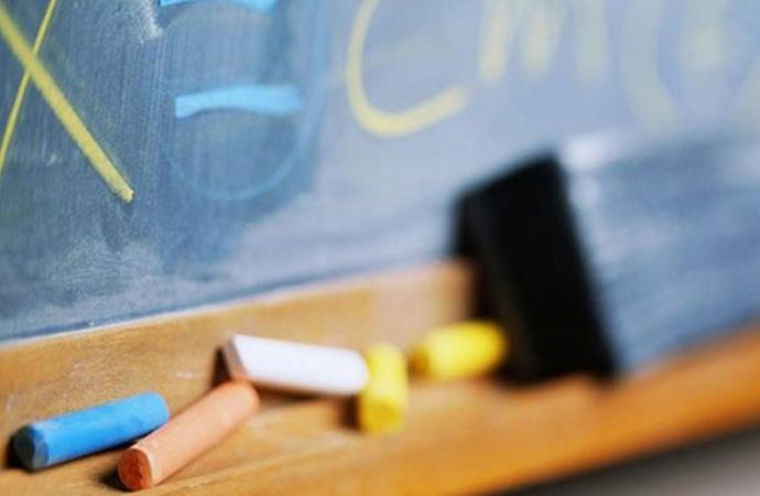 Öğrenci oruç tutmuyor diye sınıftan atıldı!