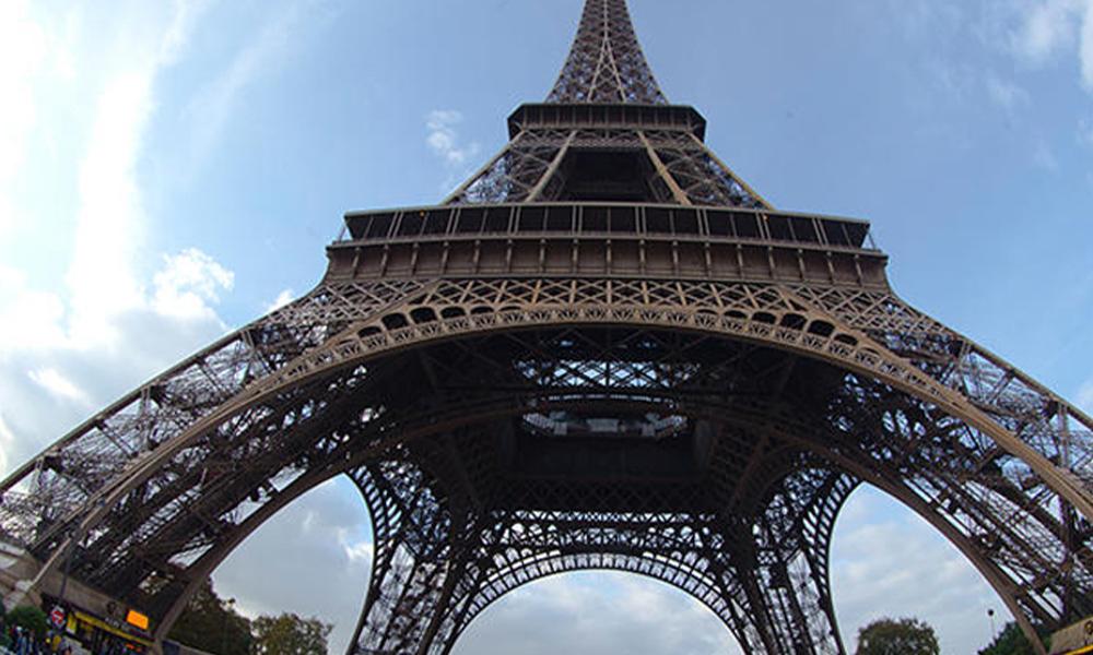 Paris'te panik: Eyfel kulesi tahliye edildi