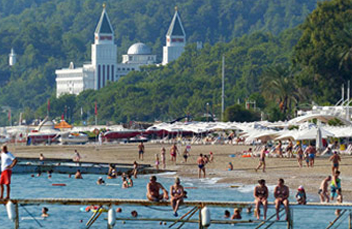 Türkiye'ye ilk 5 ayda 13 milyon turist geldi