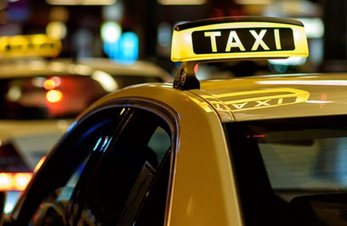 İstanbul'da taksici, telefonunu unutan turistten 150 lira istedi: 'Vermezsen havalimanına geri götürürüm'