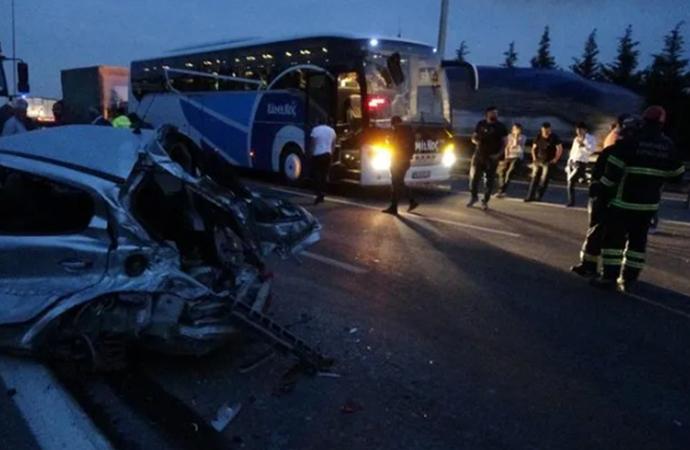 TEM'de yola dökülen gübre faciaya neden oldu: 1 ölü, 2 yaralı