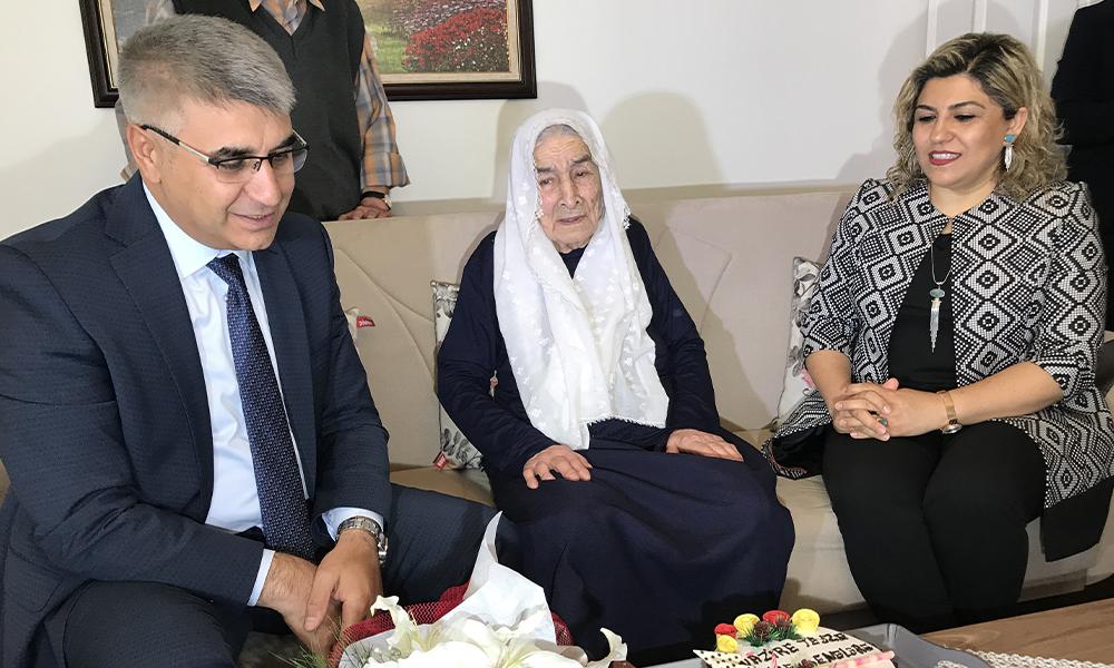 Vali'nin sorusuna 100 yaşındaki Nazire Nine'den 'İmamoğlu' cevabı
