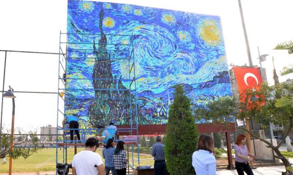 5 bin öğrenciden 3 milyon toplu iğne ve pul ile Van Gogh tablosu
