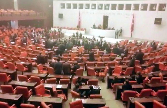 YSK'nın gerekçeli kararı Meclis'i karıştırdı