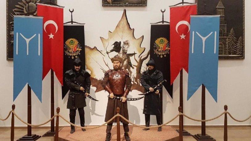 Bilecik'te Ertuğrul Gazi sandıkları Engin Altan Düzyatan heykeli kaldırıldı!