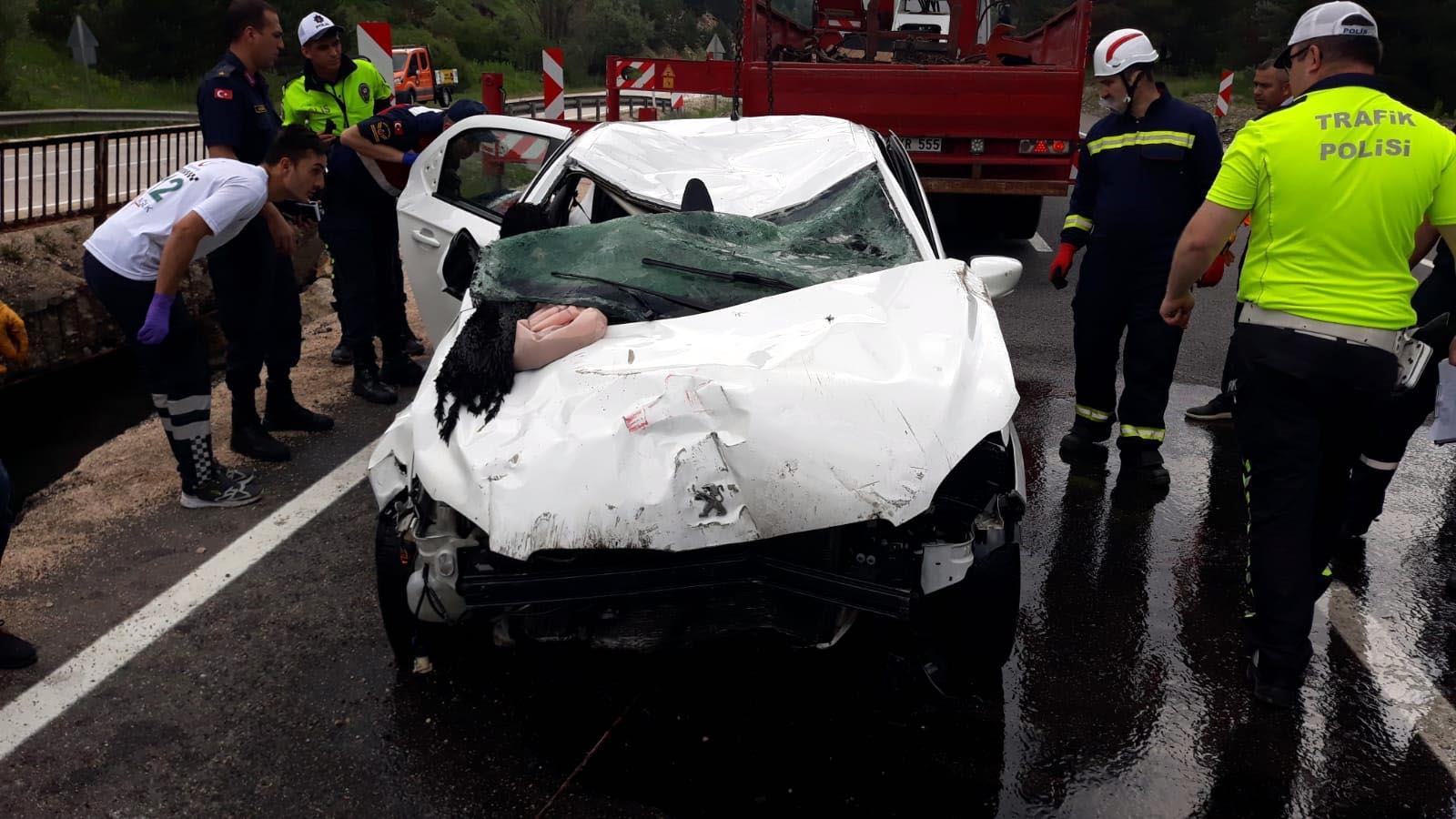 Bolu'da otomobil dereye uçtu: 3 ölü
