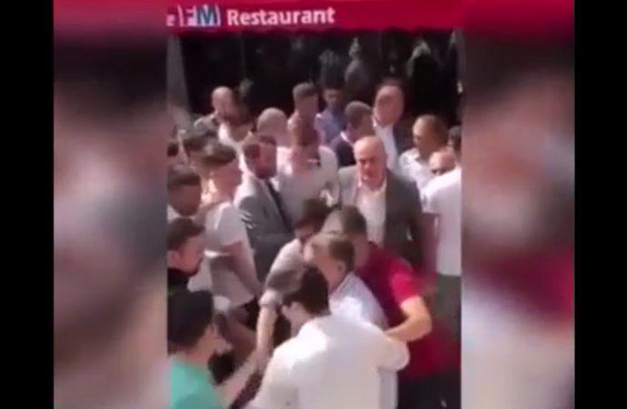 Trabzonlulara 'Yunan' diyen AKP'li Tevfik Göksu 'İşsizim' diyen yurttaşı elinin tersiyle kovdu