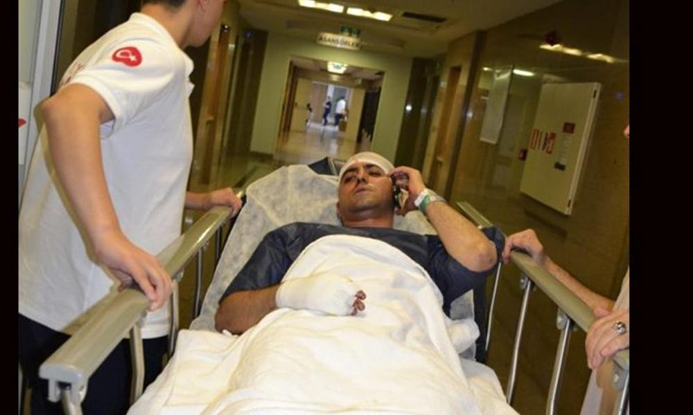 Türk askerine 'Eşek gibi saf tutacaklar' diyen, Akit müdürüne bıçaklı sopalı saldırı!