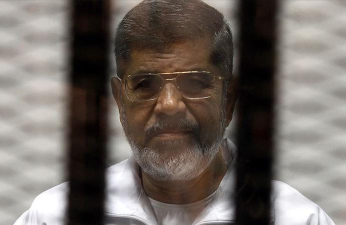 Muhammed Mursi, mahkeme salonunda öldü