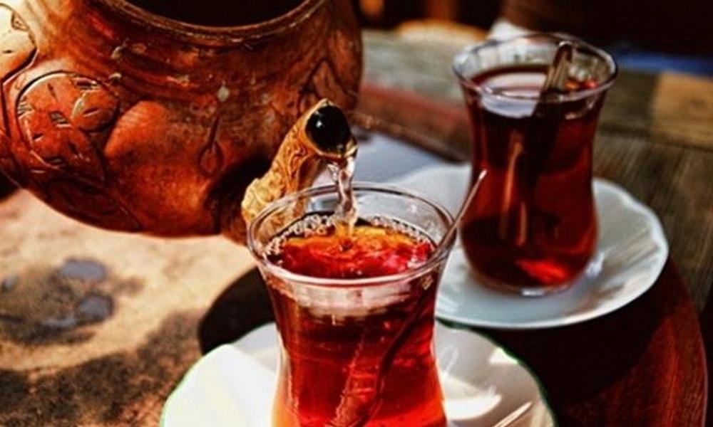 Uzmanlardan uyarı: Çay içmeyin sık sık duş alın!