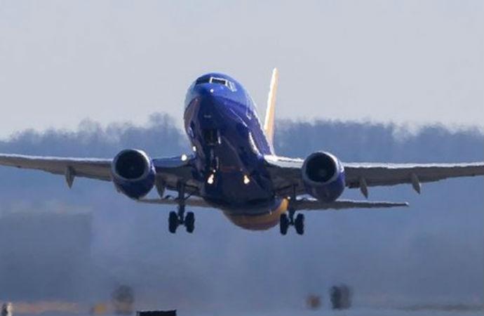 Dalaman'a giden uçakta bir yolcu gözaltına alındı, uçak Londra'ya geri döndü