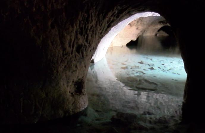 Evleri su bastı, yeraltı şehri ortaya çıktı…