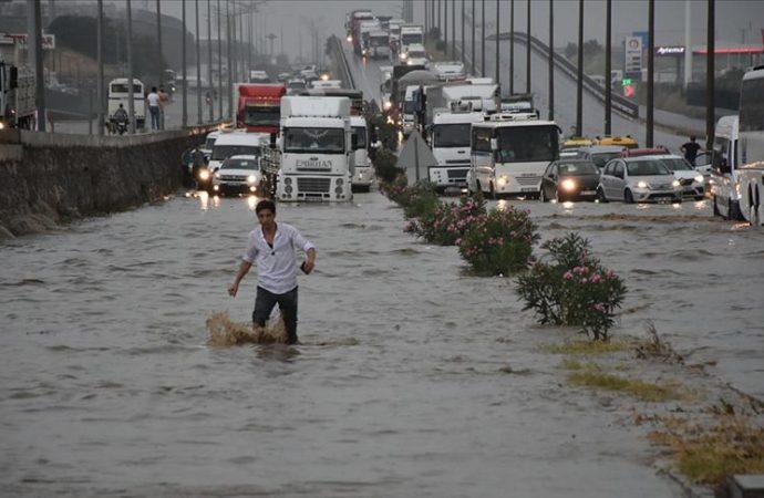 İzmir-Ankara yolu ulaşıma kapandı!