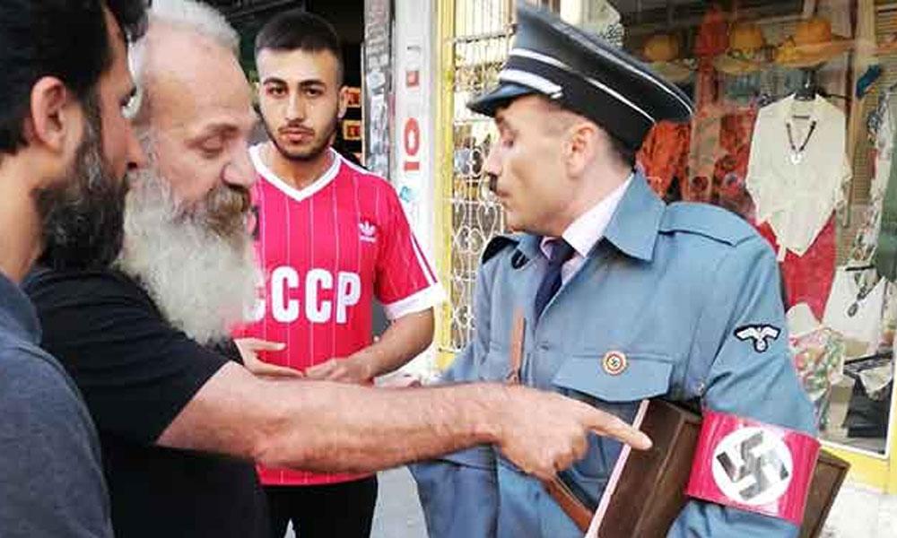 Kadıköy'de Hitler kostümüyle gezen kişiye halktan tepki!