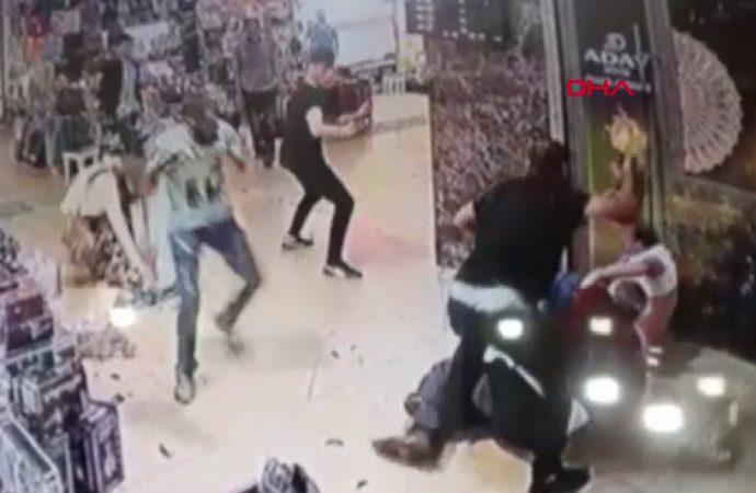 Kapalıçarşı'da biber gazlı muştulalı esnaf kavgası! Turistler de yaralandı…