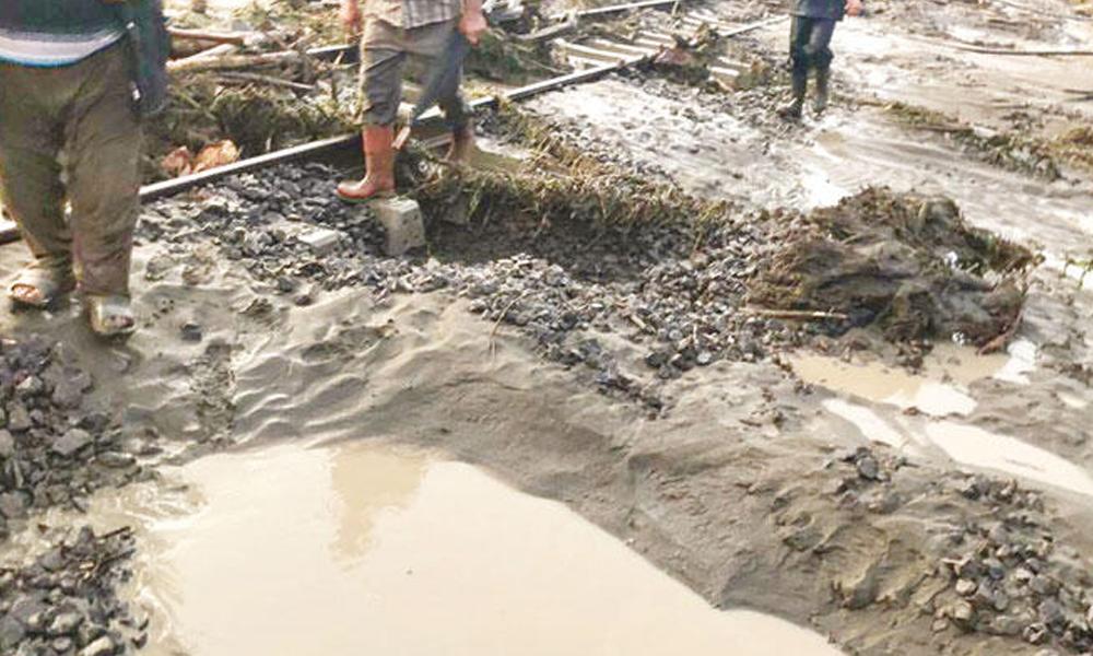 Sakarya'da yağış nedeniyle durdurulan yeni demiryolu 'hatalı' çıktı!