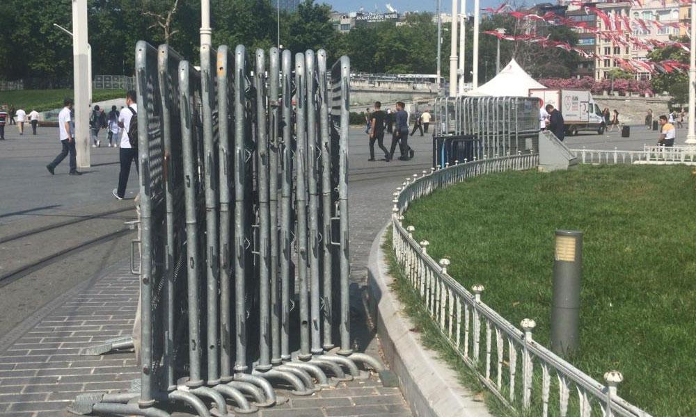 Polisten Taksim'de bariyer stoğu
