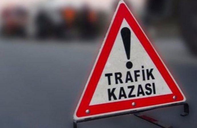 Tarsus'ta otomobil kamyona çarptı: 3 ölü, 1 yaralı