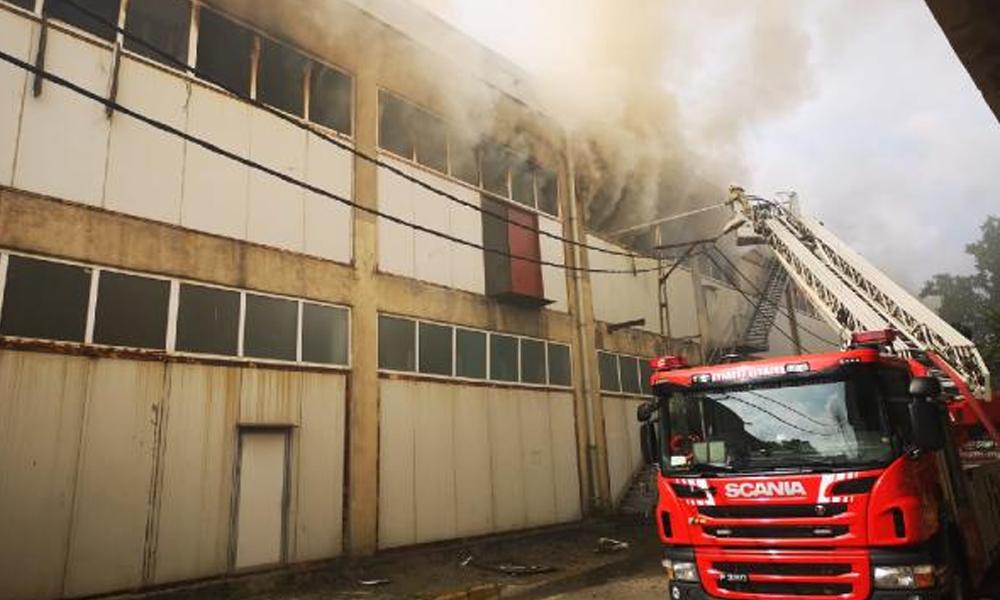 İstanbul'da fabrika yangını: Çok sayıda ekip sevk edildi