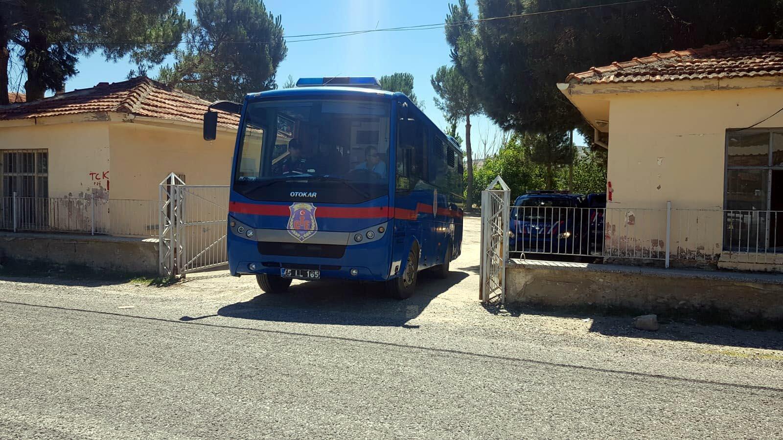 Kula Cezaevi kapatıldı: Mahkumlar Salihli'ye sevk edildi